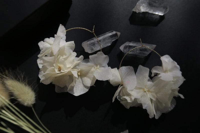 créoles en vraies fleurs d'hortensia blanc