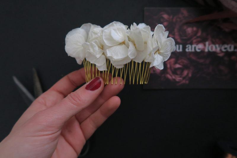 Peignes à cheveux en fleurs séchées