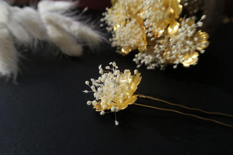 barrette doré et gypsophile blanc