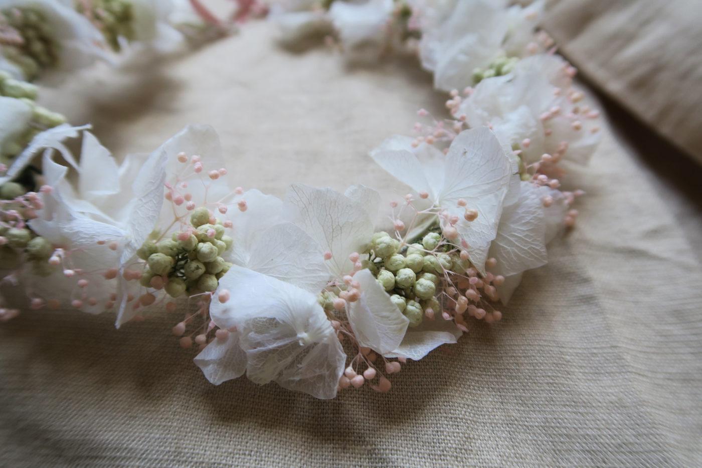 couronne de fleurs séchées blanche