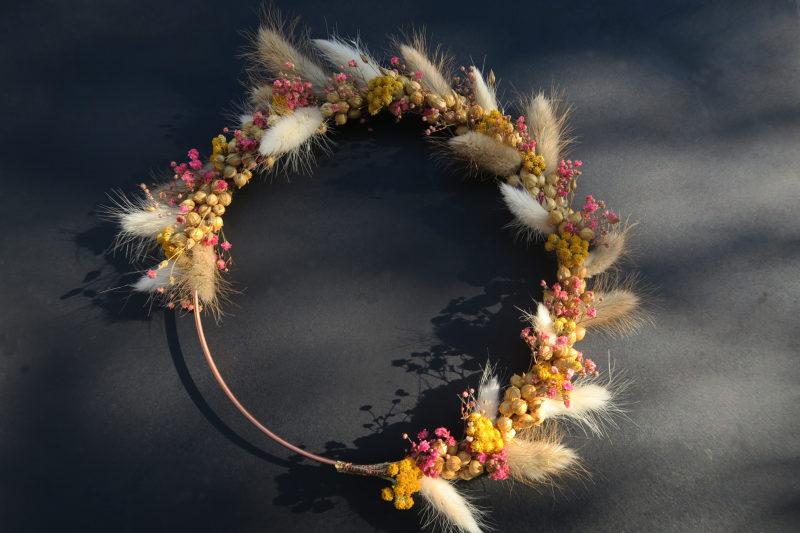 couronne de fleurs séchées et graines