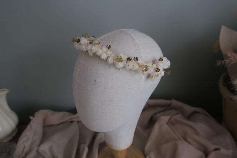 couronne de mariée fleurss échées et fleurs dorées
