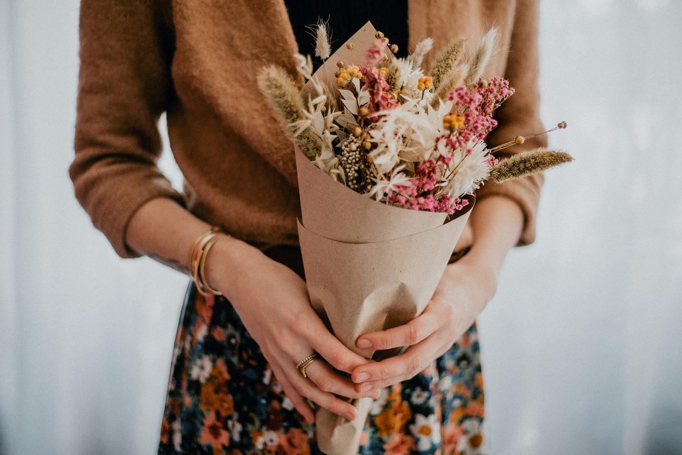 bouquet de fleurs séchées rose et blanc