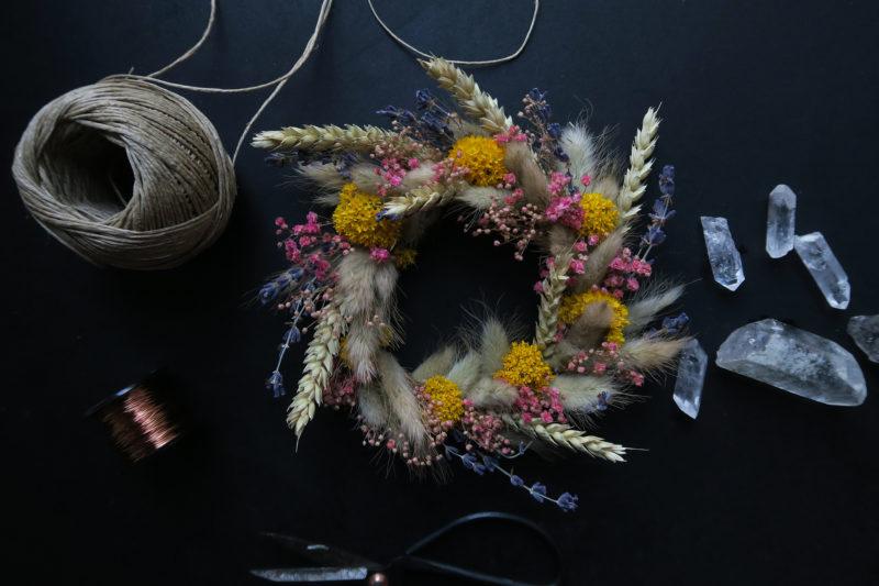 couronne de fleurss échées décoration murale lavande