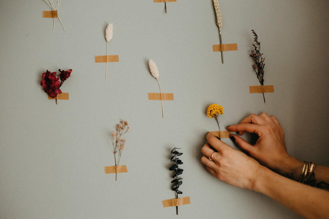décoration florale murale atelier hosta fleurs séchées tendance