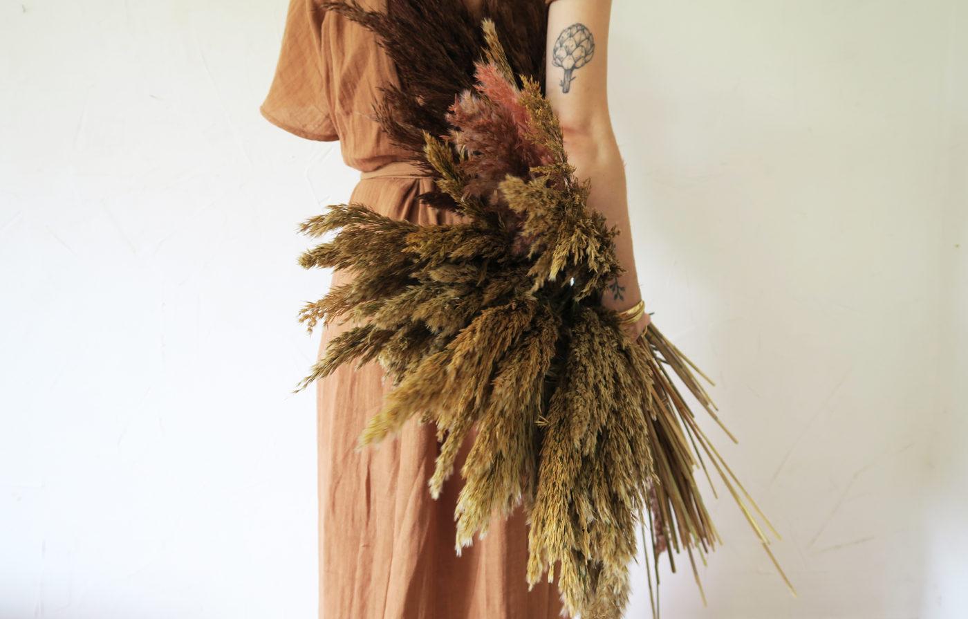 atelier hosta couronne bouquet de fleurs séchées à la tige pampa