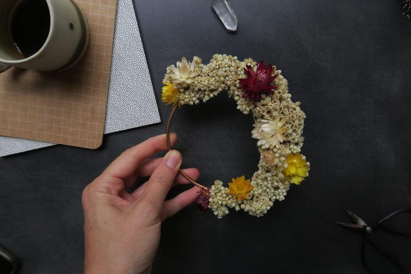 couronne murale de fleurs séchées décoration maison bohème champêtre idée cadeau femme immortelles atelier hosta toulouse