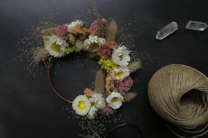 couronne de fleurs séchées décoration murale maison bohème tendance automne hiver 21 fleuriste toulouse idée cadeau femme crémaillère