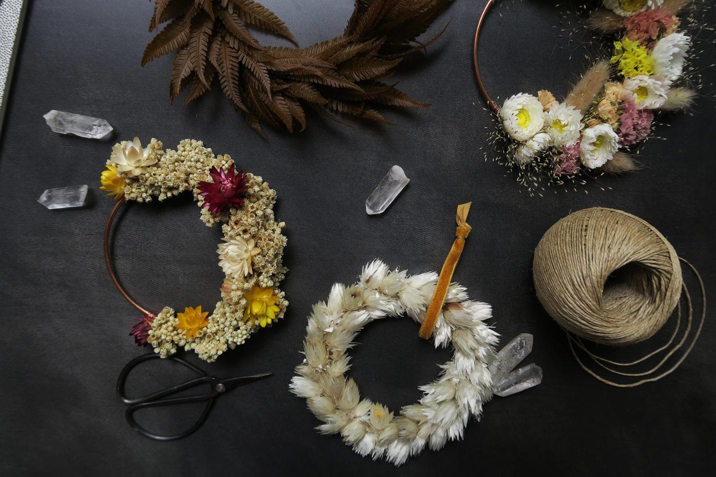 couronne de fleurs séchées décoration murale atelier hosta toulouse automne hiver idée cadeau femme maison bohème pampa bruyère rose beige