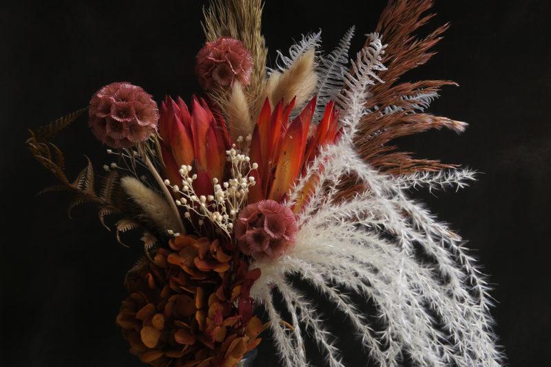 bouquet de fleurs séchées automne pampa rose orange décoration bohème exotique protea fougère gyspophile chaton idée cadeau femme